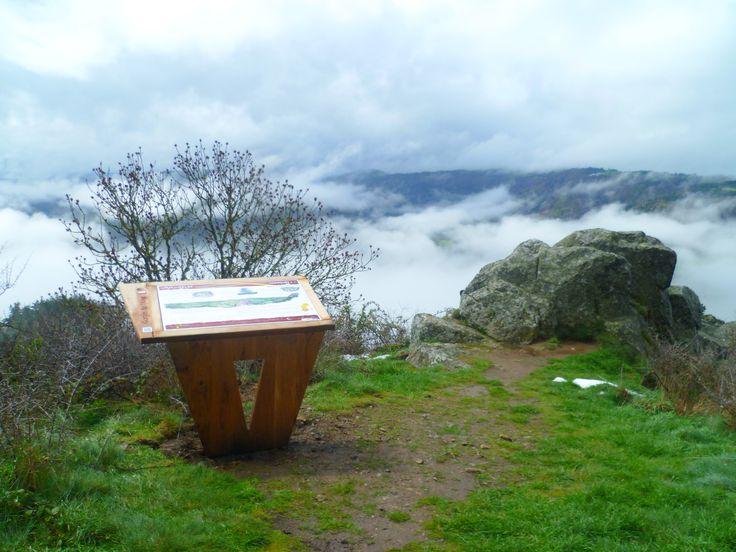 Communauté d'Agglomération du Puy en Velay (43) - Signalétique de la 1ère étape du chemin de St Jacques de Compostelle #signaletique #sentiers #pedestres - DL System : www.dl-system.fr -