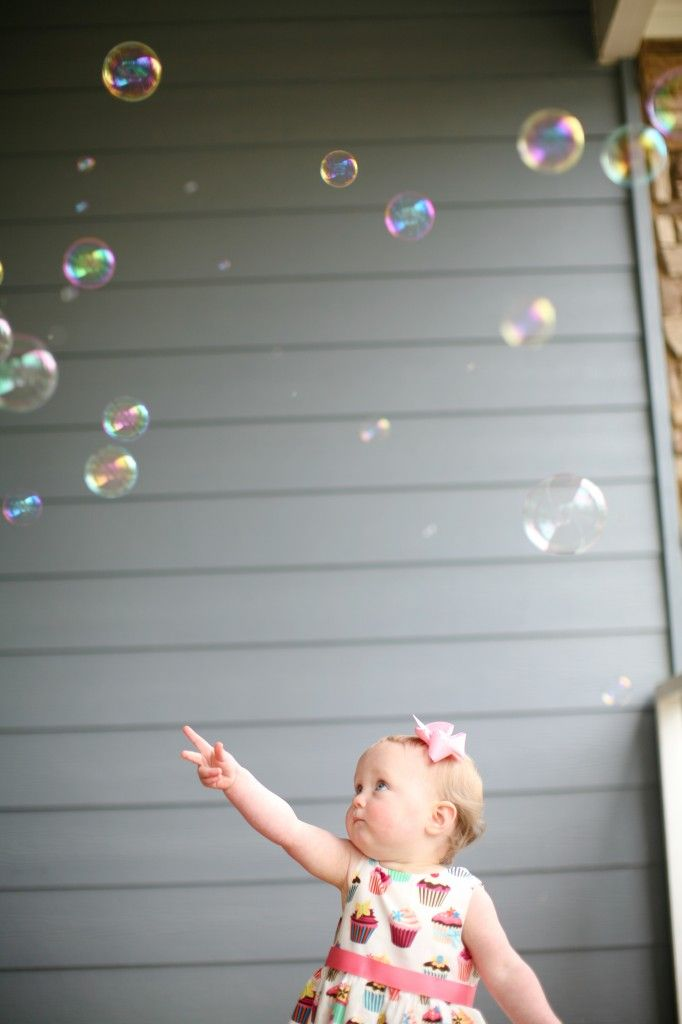 Toddler Photo Ideas- Bubbles Photo! Love!