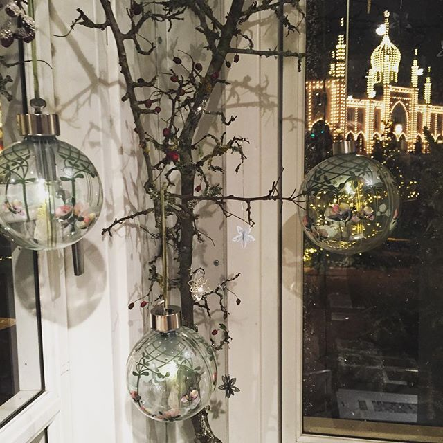 Good evening from Tivoli #julitivoli #tivoli #glassbaubles #jfd2016 #jettefrölich #jettefroelich #jettefrölichdesign #jettefroelichdesign #danishdesign #scandinaviandesign