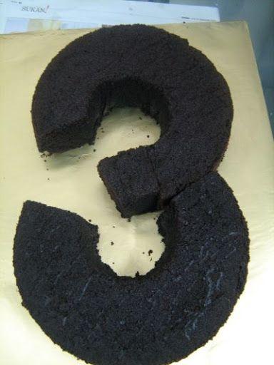 Aprenda como fazer um bolo em forma de número para a festinha de aniversário do seu filho!