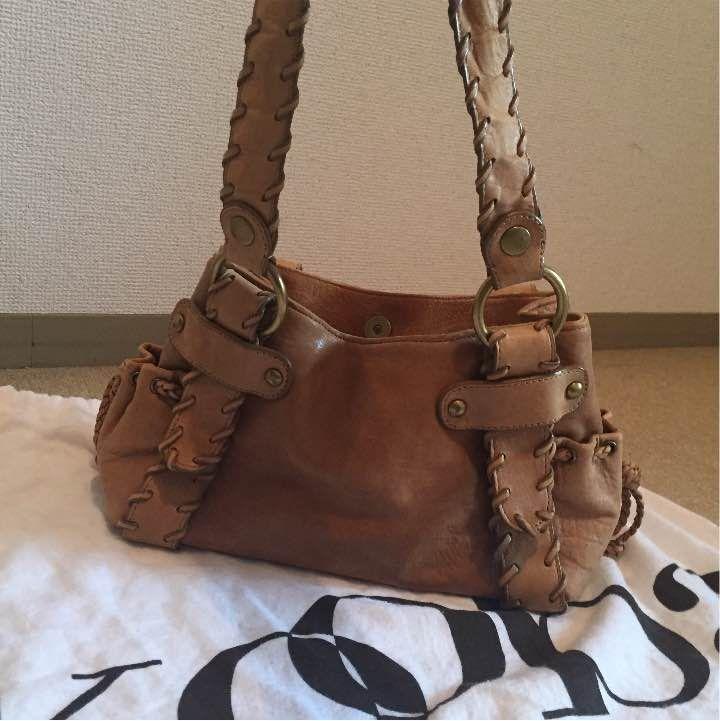 koobaのレザーショルダーバッグです。 定価¥70,000程で購入しました。 使用感はほとんどなく、傷 痛みもない美品。 流行りのボヘミアンスタイルにもぴったり! 秋〜冬にかけて使いやすそうなデザインです❤︎