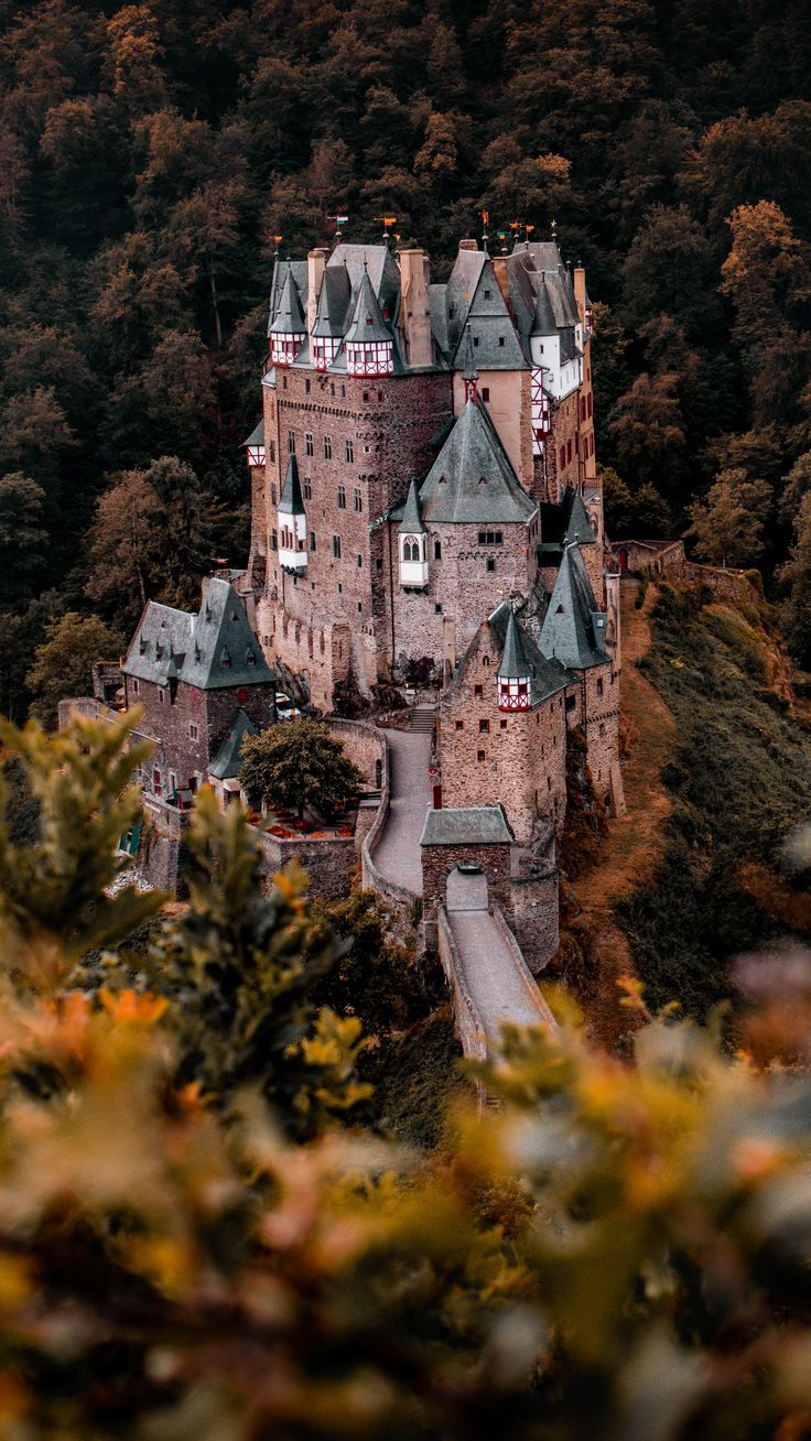 Wandern Burg Eltz Castle In Herbst Shooting Germany Fairy Tales Photography Burg Eltz Castle Germany Castles Germany Photography