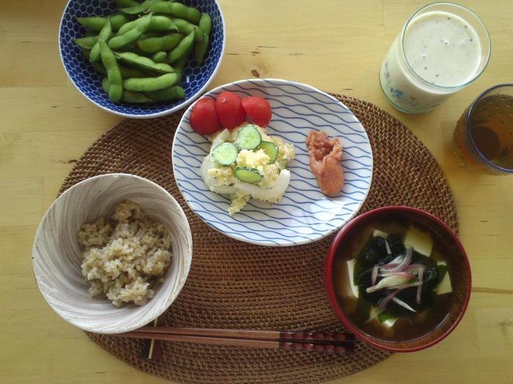 ミックスジュース  枝豆  ポテトサラダ  明太子  玄米・味噌汁(豆腐・わかmr)