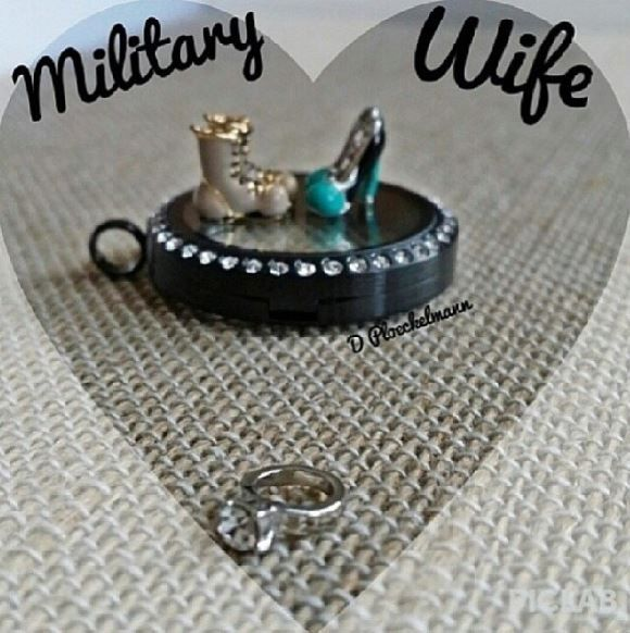 Military wife Origami Owl Living Locket XOXOXO- THAT's ME! https://www.facebook.com/o2bytawsha