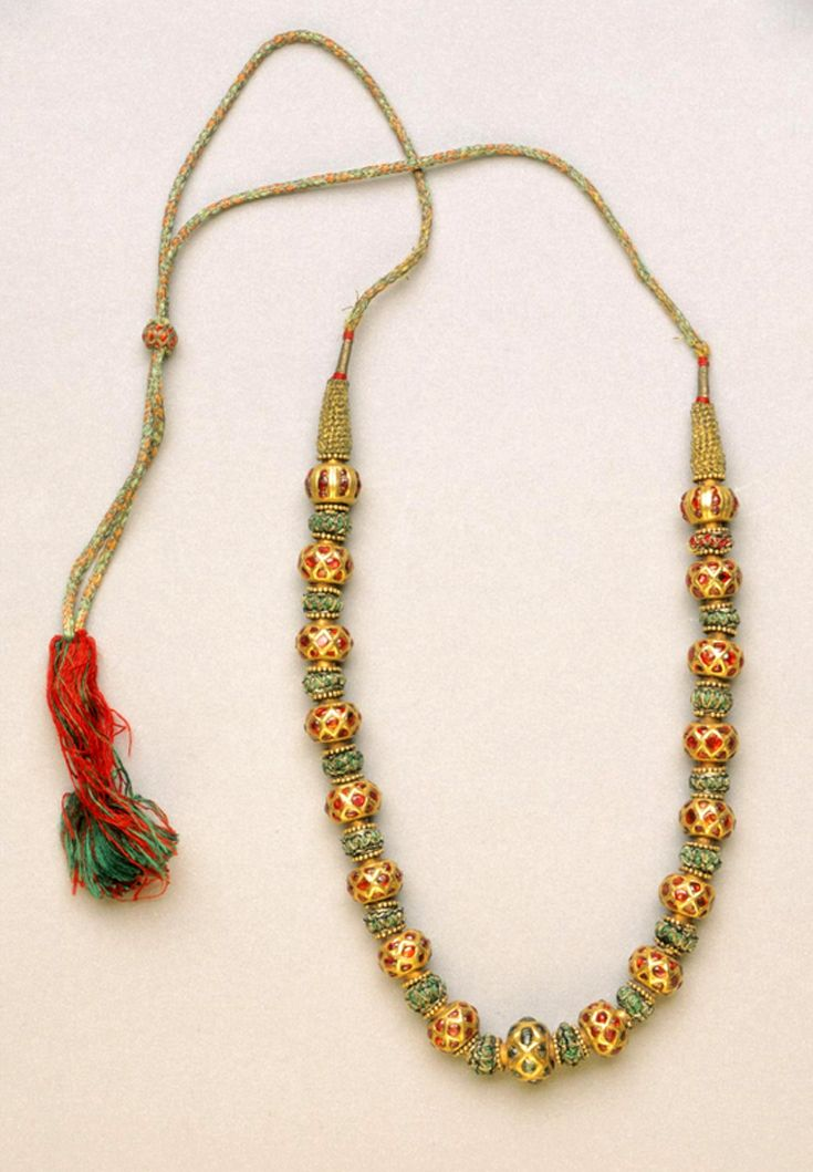 India | Necklace; gold, rubies, emeralds, silk and gold thread | 18th - 19th century | Possibly made in Karnataka or Tamil Nadu