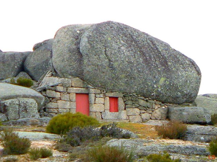 Serra da Estrela house #Portugal. This is truly interesting. Nothing like that exists anywhere else. Quite a special way to build a house) a definitely must see and worth travelling.. )