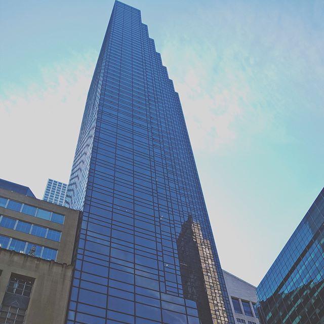 Skyscraper . . . #america #traveler #streephotography #streeph #ph #photography #travelingram #travelgram #traveling #travel #newyorkcity #newyork #nycity #nyc #ny #skyscraper #architecture