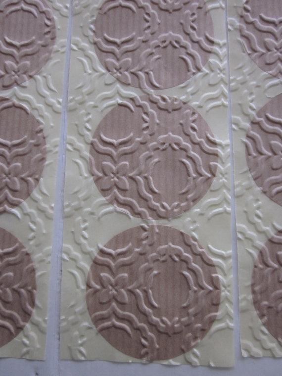 Embossed stickers  Kraft papieren stickers geembost met een verfijnd kant textuur --- Leuk als sluitzegel op een envelop of op cadeaus