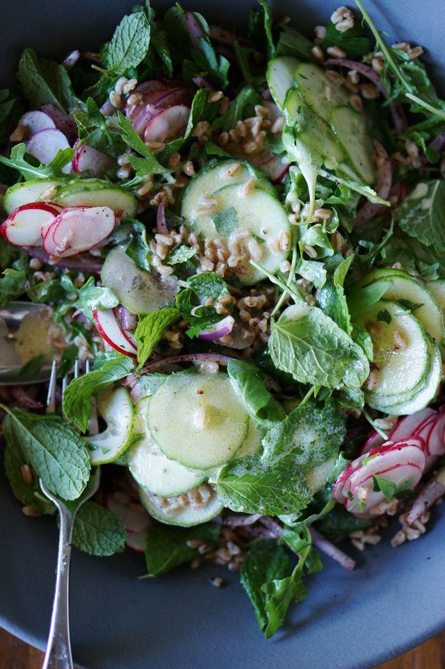 Farro Fattoush Salad (with fresh herbs) // HonestlyYUM