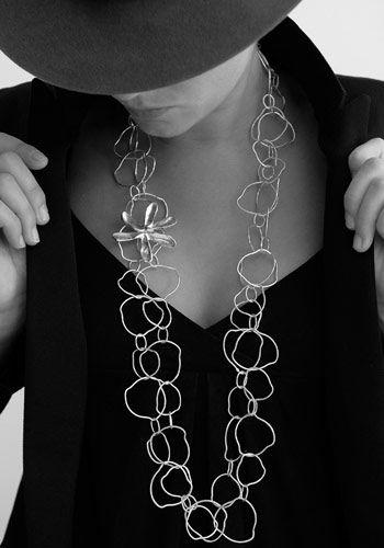 Collier de maille en argent et étoile en étain argenté par Chantal Audias pour l'Atelier des Bijoux Créateurs