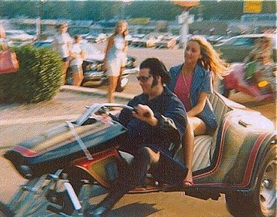 Elvis & Linda Thompson entering Graceland 1975