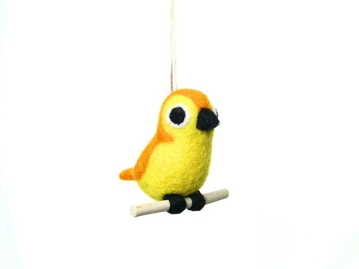 Oiseau Orange et jaune - En feutrine de La Poissonnerie sur DaWanda.com #oiseau #laine feutrée