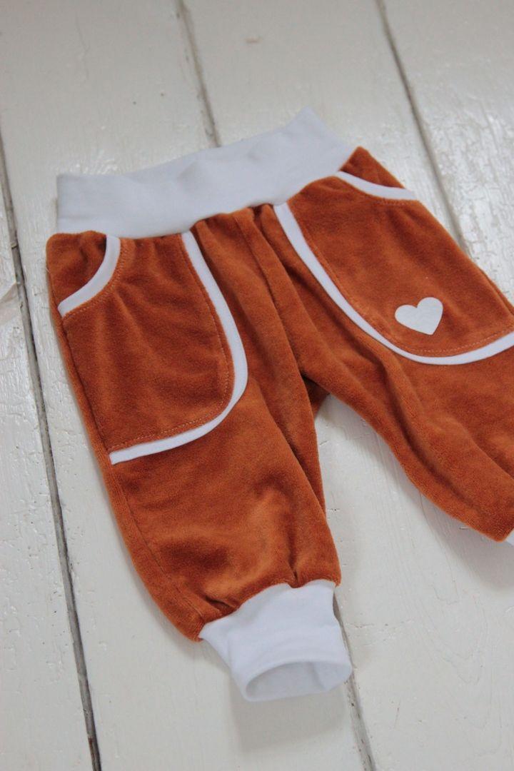 Mønster og DIY på babybuksermed rib og lommer fra  LaRaLiL