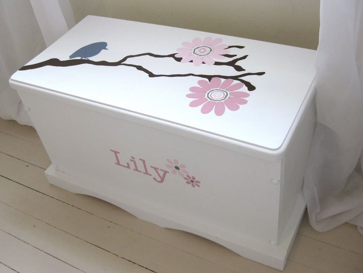 ideas for painting Livvy's toy chest that Chad built. This is simple but very cute!