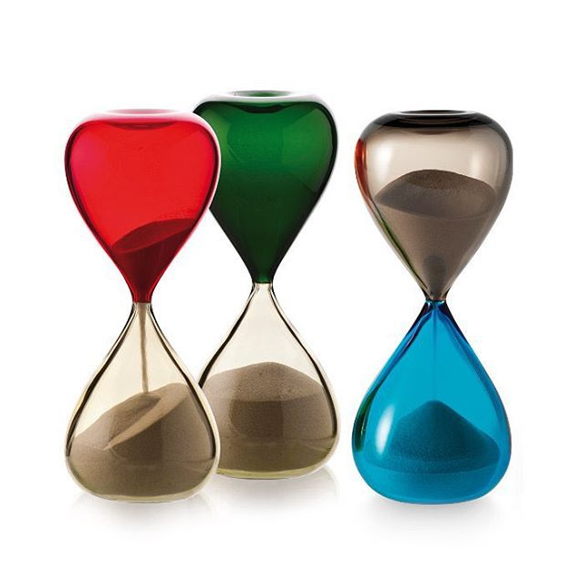 If #sands through the #hourglass were always this #beautiful, it would really enrich the #daysofourlives. The #stylish #Clessidre #hourglass was #designed in #1957 by #PaoloVenini and #FulvioBianconi for @venini_official. #Created by #master #glassblowers in #italy, the two hemispheres of #glass have been fused together using the #incalmo technique, trapping the sand inside. These stunning #timepieces are actually quite large, standing at 25cm tall.  An eye catching addition to any #kitchen!