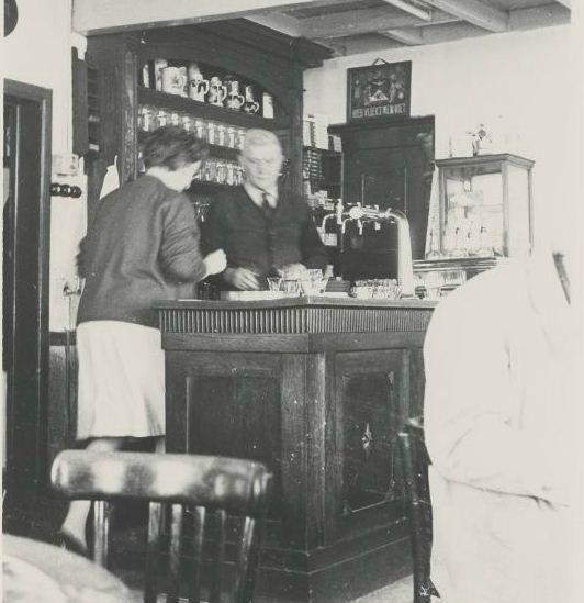 Interieur Café Mozes aan de Bergstraat