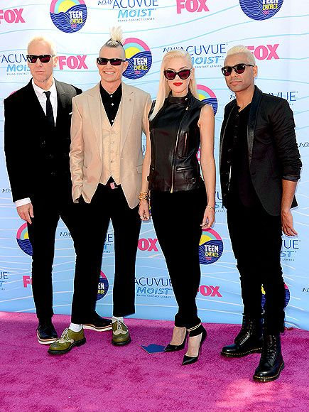 Tom Dumont, Adrian Young, the ever-stylish Gwen Stefani and Tony Kanal – make a rock-star entrance at the Gibson Amphitheatre in coordinating suits and shades #TCA2012