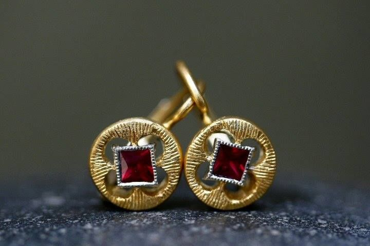 Cathy Waterman - Recycled 22K Hammered Gold Etched Circle Earrings Set with Rubies