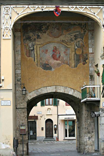 Arco della Vergine Maria ~ Camaiore (Lucca)