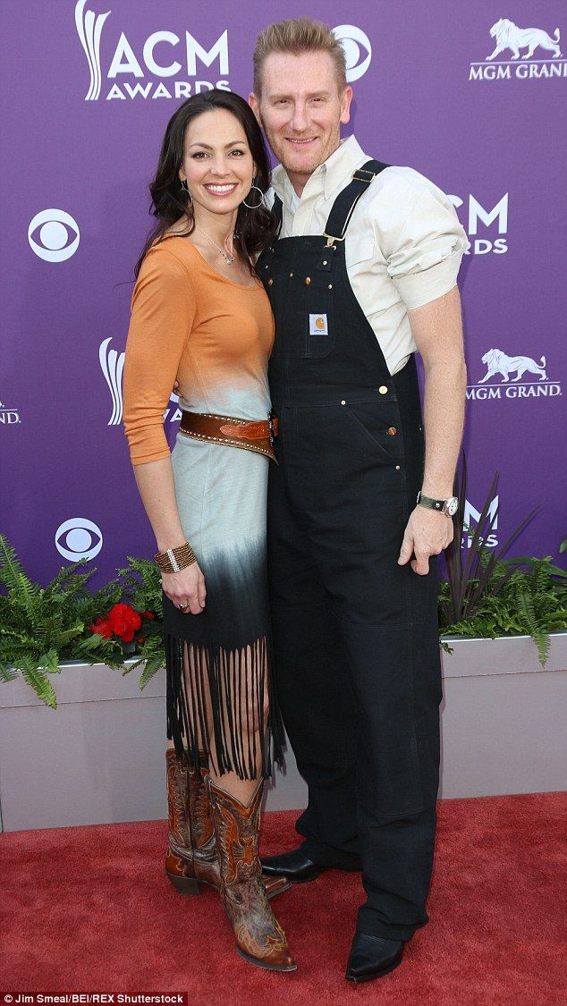 Heartbreak: Country duo Joey and Rory Feek have canceled all their upcoming concerts after tests showed Joey's cancer has spread and she decided to halt treatment