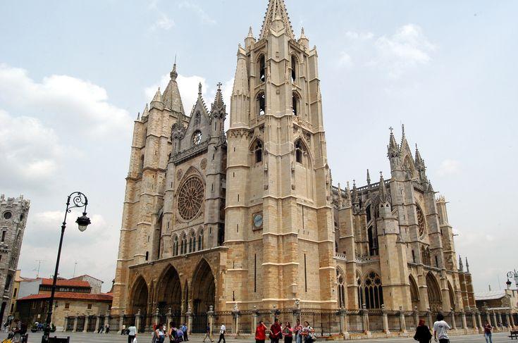 Catedral de Santa María, León - Camino de Santiago