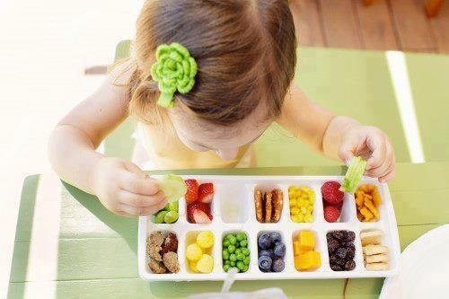 Perfect use of an ice cube tray~> Healthy kids meal ;)