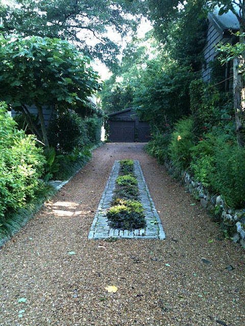 What a nice touch for a driveway...