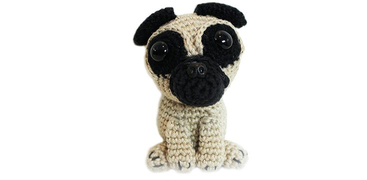 Many people love dogs, especially pugs. Here you can find the free crochet pug pattern in English and Dutch. Enjoy making a cute amigurumi pug dog!
