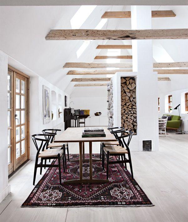Loft / Hans Wegner Wishbone chairs / Modern classic / Blond oak floor / Persian Carpet / Kilim / Fireplace
