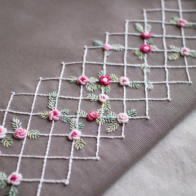 1ヶ月以上かかった力作✊ . お金持ちだったら鎌倉文学館のような洋館を買い取って、バラ棚で囲みたい . #刺しゅう #刺繍 #embroidery #handembroidery #バッグ #トートバッグ #bag #バラ #薔薇 #rose