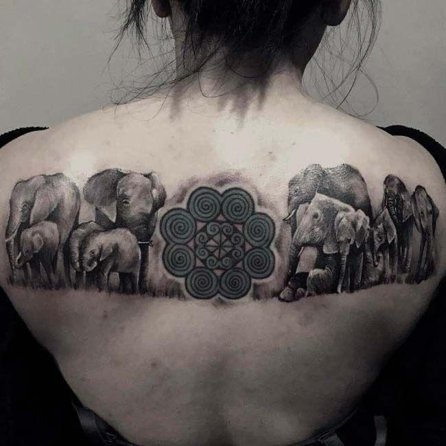 kadın sırtı mandala fil dövmesi