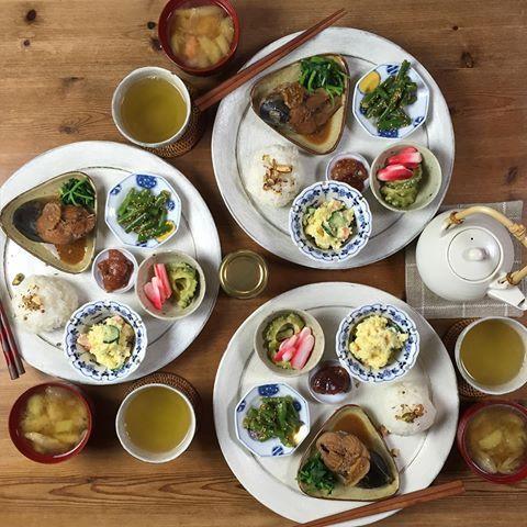 晩ごはん  ワンプレートで! おむすび…エジプト塩パラパラ じゃがいもと人参 茄子とみょうがの味噌汁 鯖の味噌煮  明日葉のお浸し ポテトサラダ…今日になっても水っぽくならず美味しい👍  いんげんの胡麻和え ゴーヤと赤かぶの酢の物 いちじくのジャム…初挑戦☺️ . 緑茶 . .  #晩ごはん#家族ごはん#家族団欒#おうちごはん#ワンプレート#雅姫さん#SENSdeMASAKI#いちじくジャム#手作りいちじくジャム#エジプト塩#和食#和プレート#和食ワンプレート#日本食