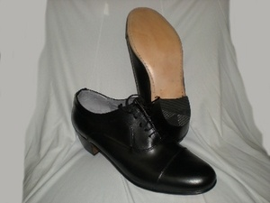Peter -- Men's High Heel Oxford -- Black  Leather upper, leather sole. Classic cap toe oxford design, cuban heel, and comfortable. Ideal for salsa, swing or tango dancing. Original Aris Allen dance shoe.