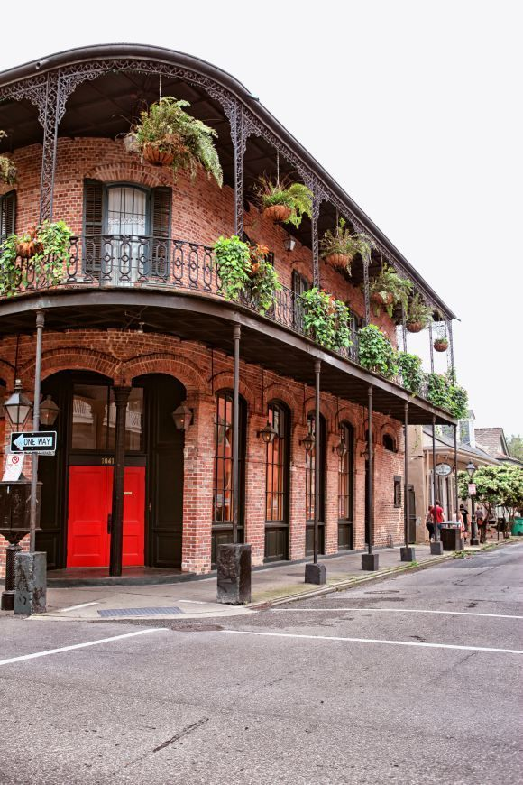 From the beignets to jazz, New Orleans is the top pre-wedding party destination in 2017. +142% YoY.