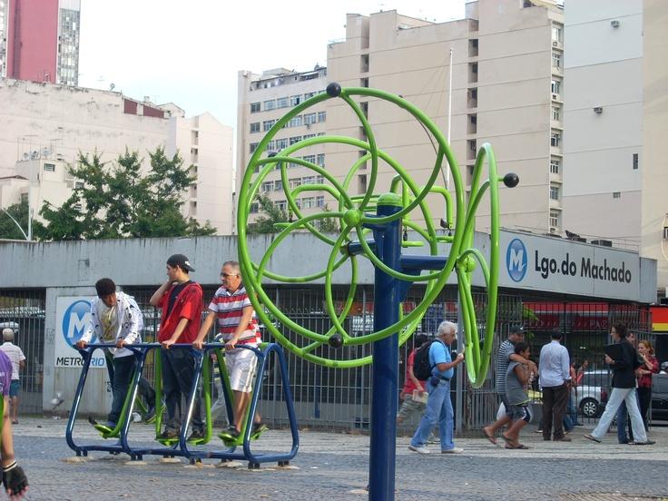 Gratis fitnessapparatuur op straat in Rio de Janeiro. Overal in de stad te vinden.