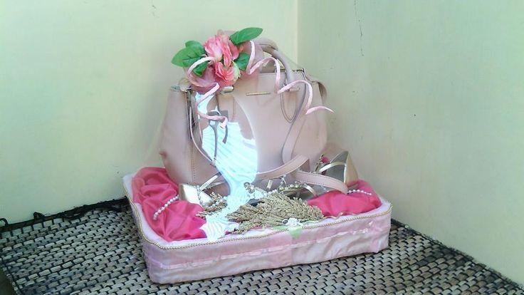 Hantaran Tas dan Sepatu Tema Pink Minat PM. PIN BB : 32164FF2 SMS/WA : 085764323306
