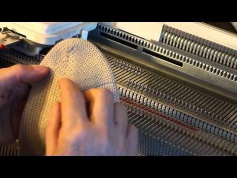 Вяжем носки на машине - YouTube