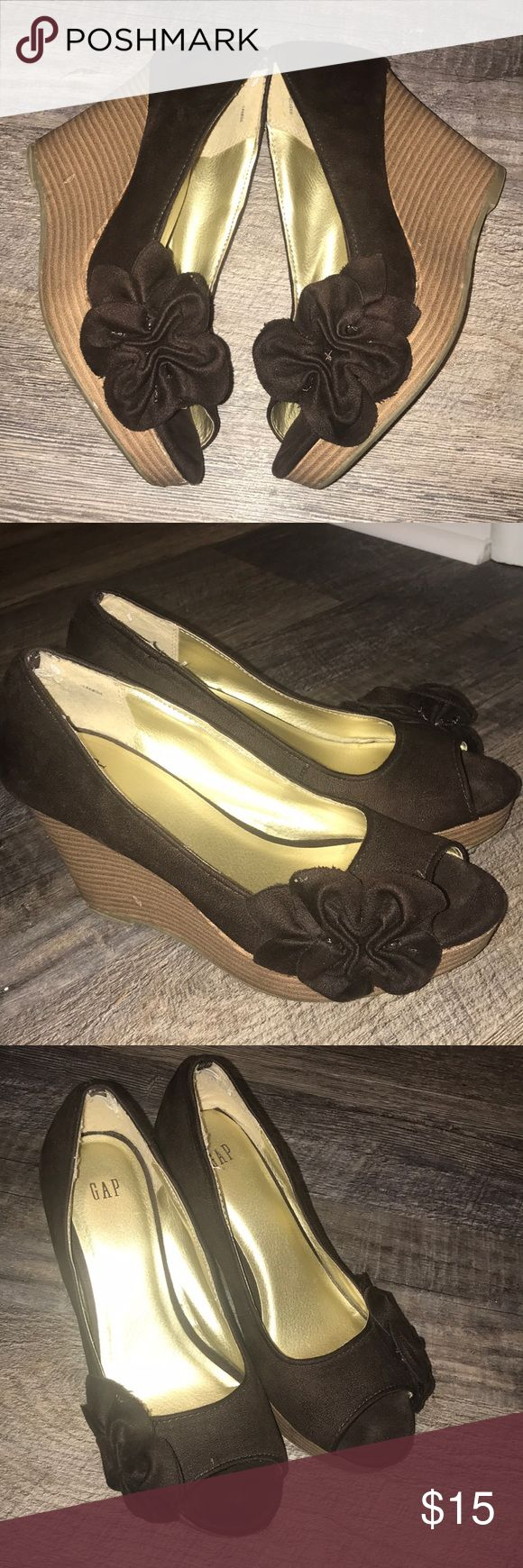 """GAP suede flower platform peep toe heels 👠 Super super cute! Lots of compliments with these! Good condition! A couple of nicks in the heel and toe -see pic). Including front platform, total heel is approximately 3"""". Brown suede feel uppers. GAP Shoes Heels"""