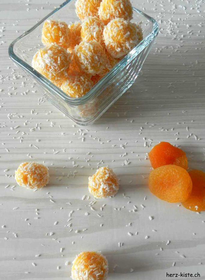Geschenk aus der Küche: Aprikosen-Kokos Pralinen