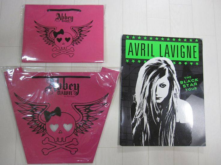 AVRIL LAVIGNE THE BLACK STAR Tour Program 2012 brochure with paper bag
