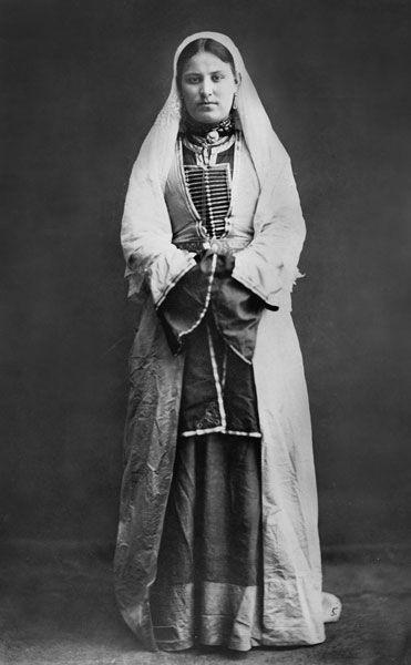 Осетинка с ребенком. Северная Осетия. Осетины. 1883 г.