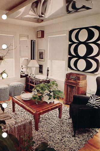 This is pretty. I like how it combines old furniture with modern pieces and artwork