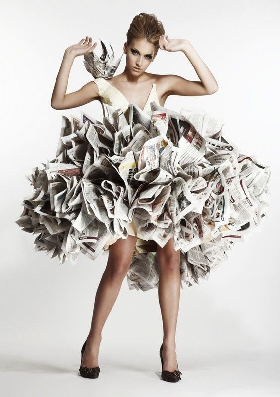 1000 id es sur le th me robes en papier sur pinterest robe en papier journal mode recycl e et - Robe en origami ...