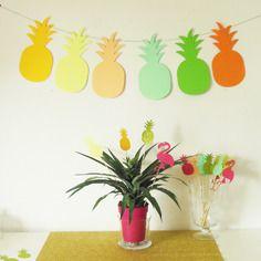 Guirlande de 6 ananas en papier pour un décors tropical et exotique