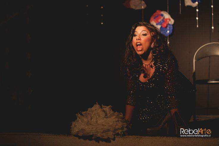 Este 14 de noviembre a las 19 hrs. no te pierdas otro viernes de teatro en el Centex con la obra Los cortes de la Rossy Rossy.Cuatro mujeres, cuatro inspiraciones nutren este montaje unipersonal que lleva al público a transitar por la comedia, humor negro, sensualidad, observación e improvisación. Estas musas porteñas bañan la dramaturgia desde un prisma contemporáneo y una observación rupturista.Su actriz y directora, Rocío Fernández trabajó el texto de manera vivencial – testimonial…