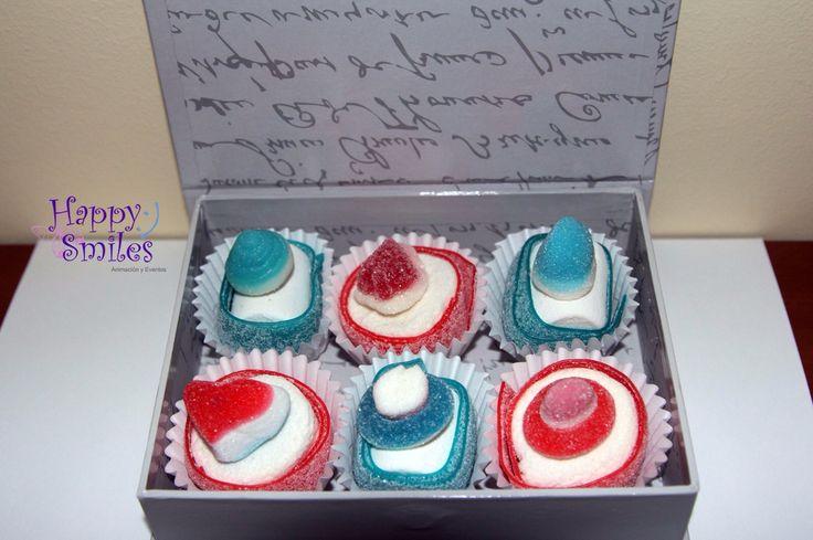 Caja en formato libro + 6 Chuches-Cake + Decoración y Tarjeta personalizada = 6,50 € (Gastos de envío en Salamanca incluidos, fuera de Salamanca 5,00 €)  Tamaño: 18 cm x 12 cm