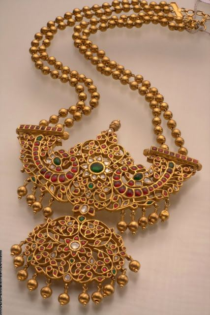 Indian Jewellery and Clothing: Temple jewellery from Mangatrai pearls and jewellers..