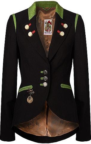 Taillierter Trachten-Blazer aus der Lollipop & Alpenrock Kollektion von Lola Paltinger Couture in Schwarz. Die Jacke verfügt über dekorative Münzknöpfe sowie Zierknöpfe am Revers, paspelierte Eingriffstaschen in Grün, Vogel-Brosche mit Münztaler-Details und Hirsch-Applikation mit Pailletten und Perlen am Rücken. Aus Leinen gefertigt.