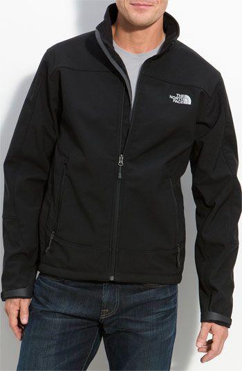 """Esta una chaqueta en el almacén. Puedo vestir esta chaqueta en mi tiempo libre cuando tener frío. Mi familia frecuentemente compra ropa con la marca """"North Face""""."""
