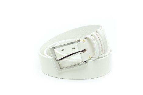 3.8cm wide leather belt. It has a metallic buckle and three double belt loops.